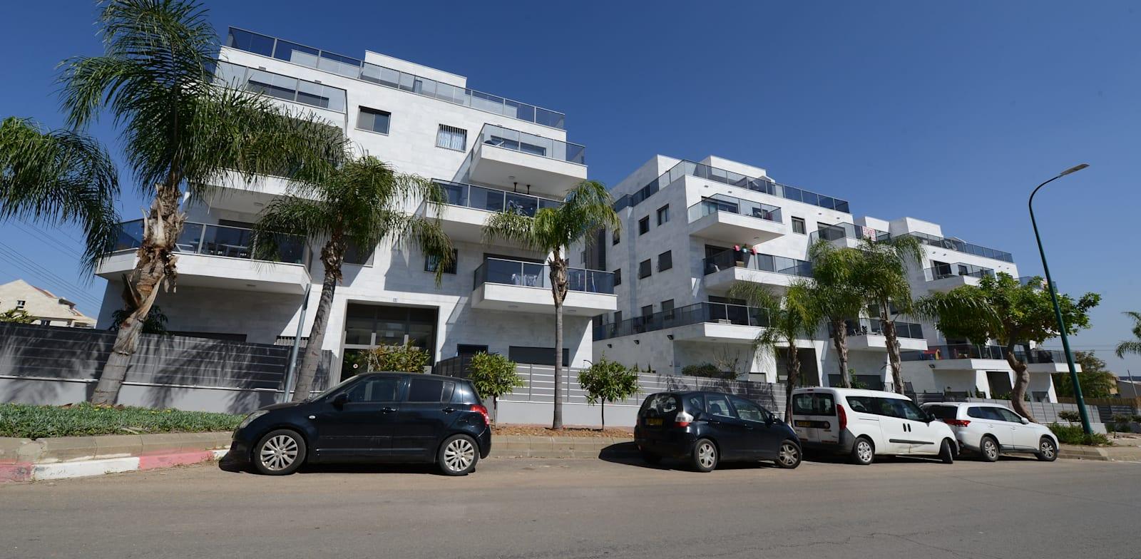 """פרויקט פנינת האצ""""ל בנתניה. המתווך הראה דירה בקומה ב בבניין C, הרוכש קנה דירת גן בבניין B / צילום: איל יצהר"""