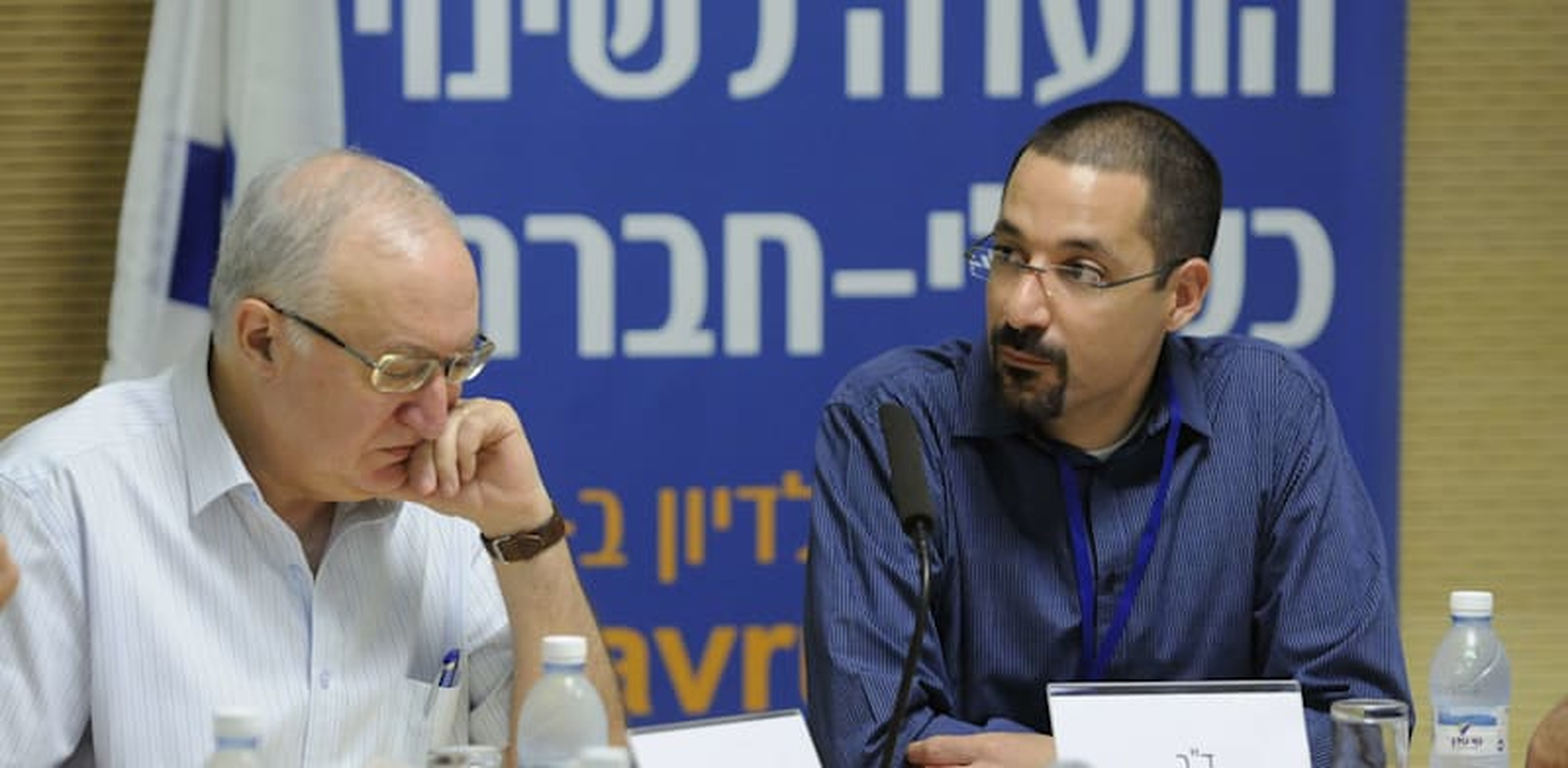 """ד""""ר שלומי פריזט לצד פרופ' מנואל טרכטנברג, 2011 בוועדה לשינוי כלכלי-חברת י / צילום: אוריה תדמור"""