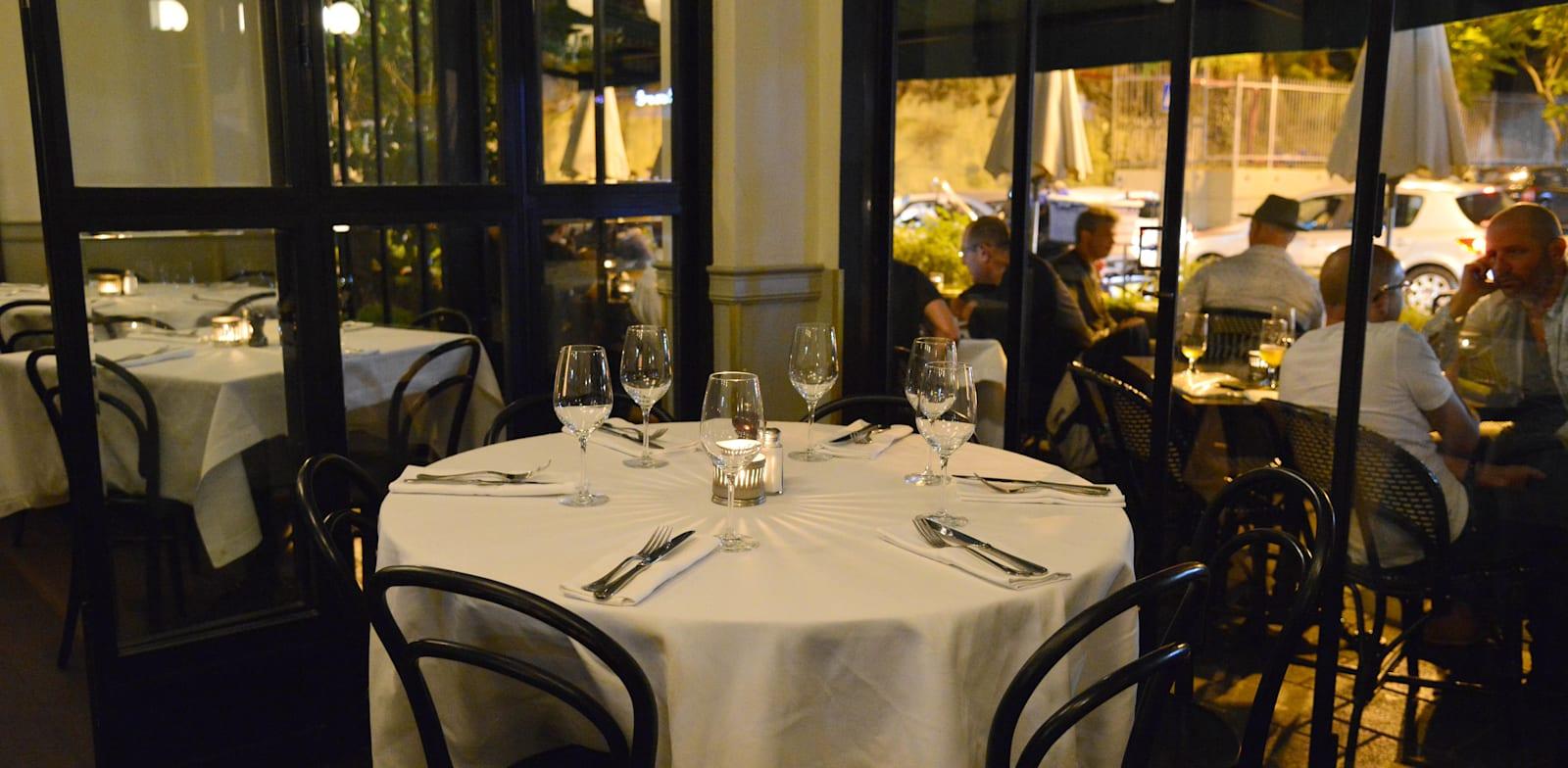 מסעדת קופי בר. שוק המסעדות מאבד הכנסות / צילום: תמר מצפי