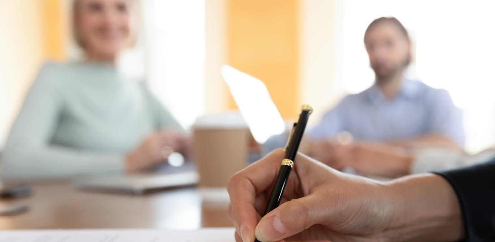 אישור פטנטים וחוזה קניין רוחני / אילוסטרציה: Shutterstock, fizkes