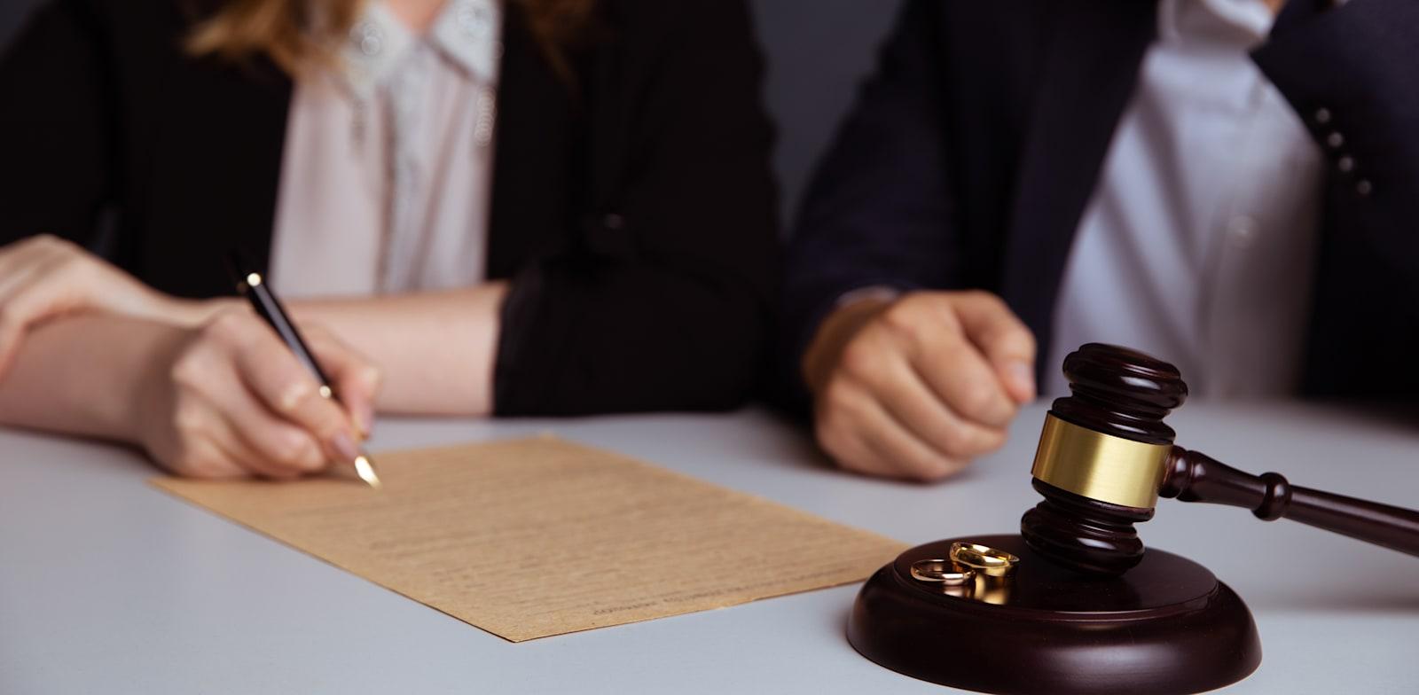 חלוקת רכוש בגירושים / אילוסטרציה: Shutterstock, Burdun Iliya