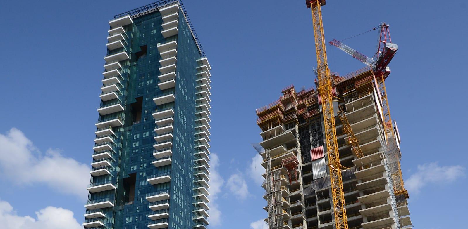 מגדל המחלוקת (משמאל) בתל אביב. התובעת דרשה פיצוי של כ־2 מיליון שקל / צילום: איל יצהר