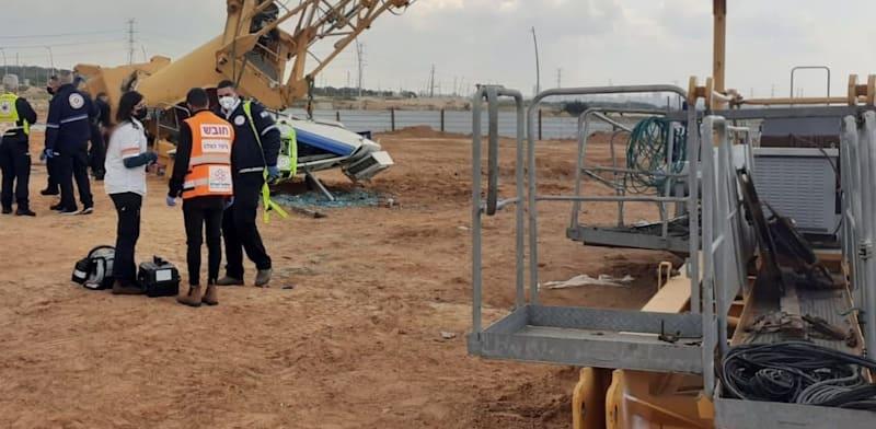 תאונת מנוף באתר בנייה בשכונת אור ים באור עקיבא / צילום: איחוד הצלה