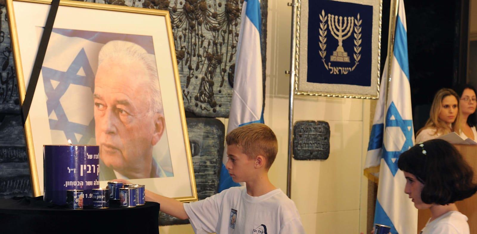 ילדים מדליקים נר זיכרון ליצחק רבין / צילום: מארק ניימן, לע''מ