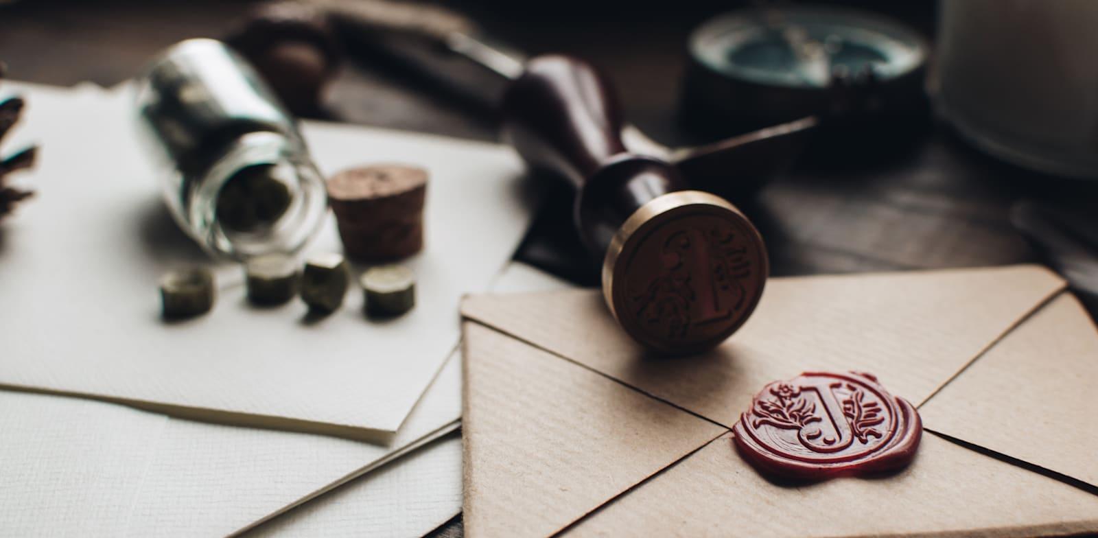מכתב / אילוסטרציה: Shutterstock, Julia Martyniuk