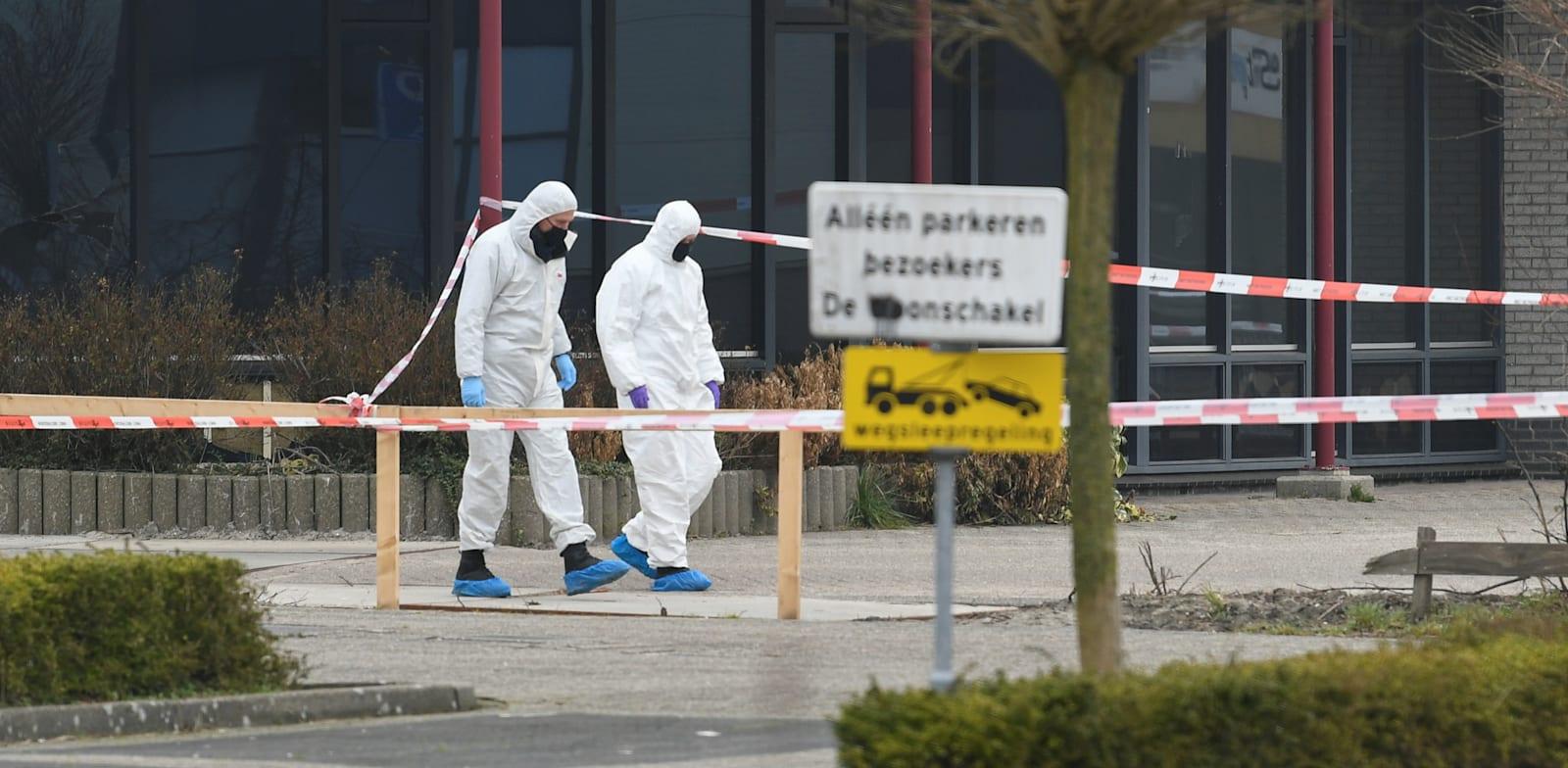 """מיקום הפיצוץ נבדק על ידי חוקי מז""""פ / צילום: Reuters, Piroschka Van De Wouw"""
