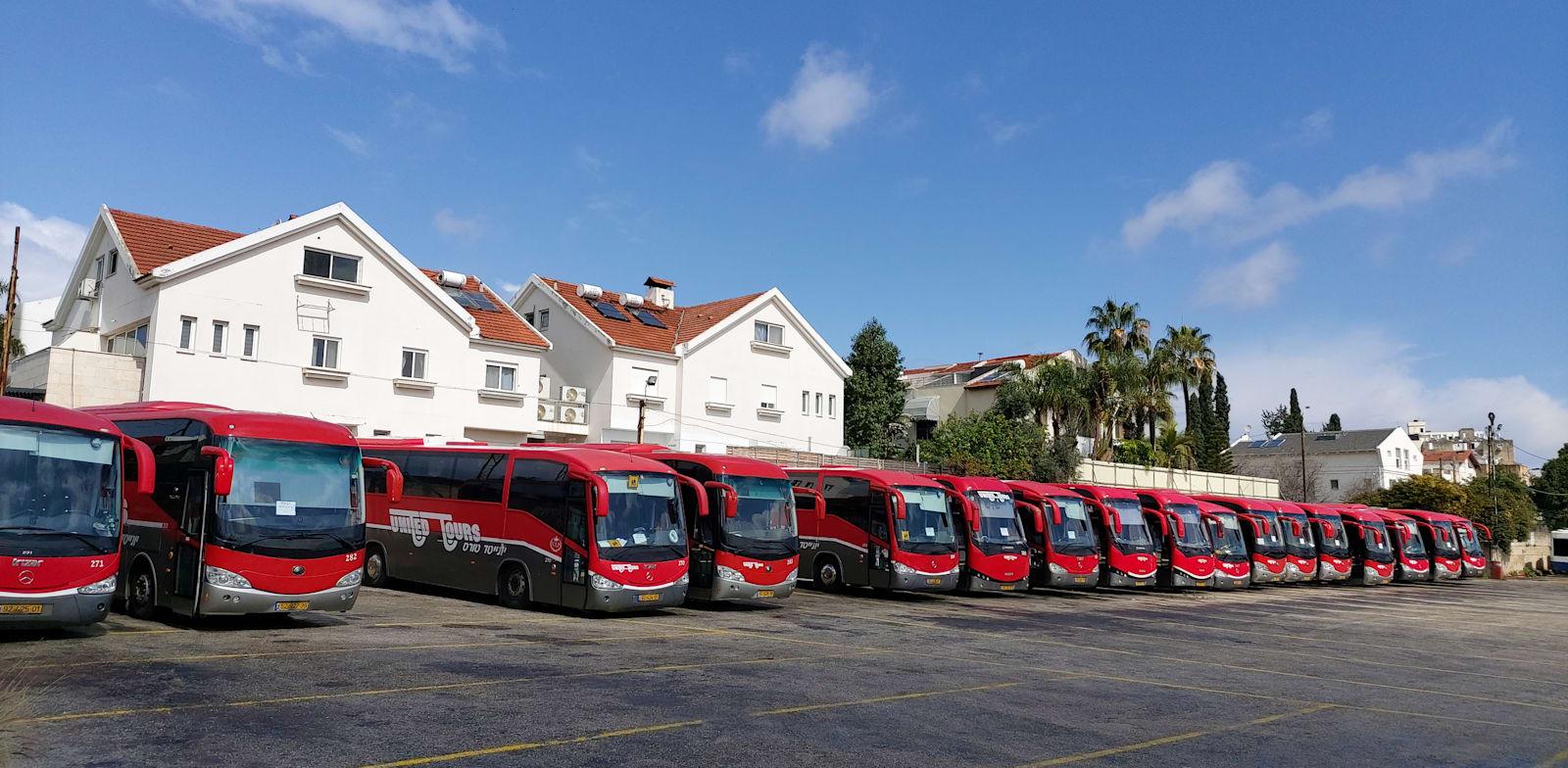 חניון האוטובוסים של דן בכניסה לרמת החייל / צילום: איל יצהר