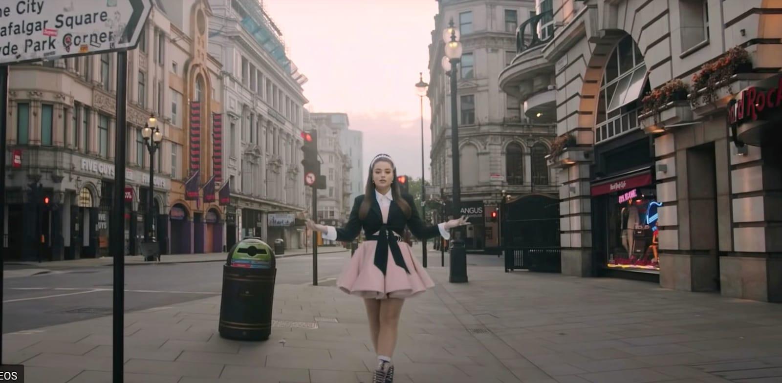 נועה קירל בפרסומת ל־yes+ / צילום: צילום מסך
