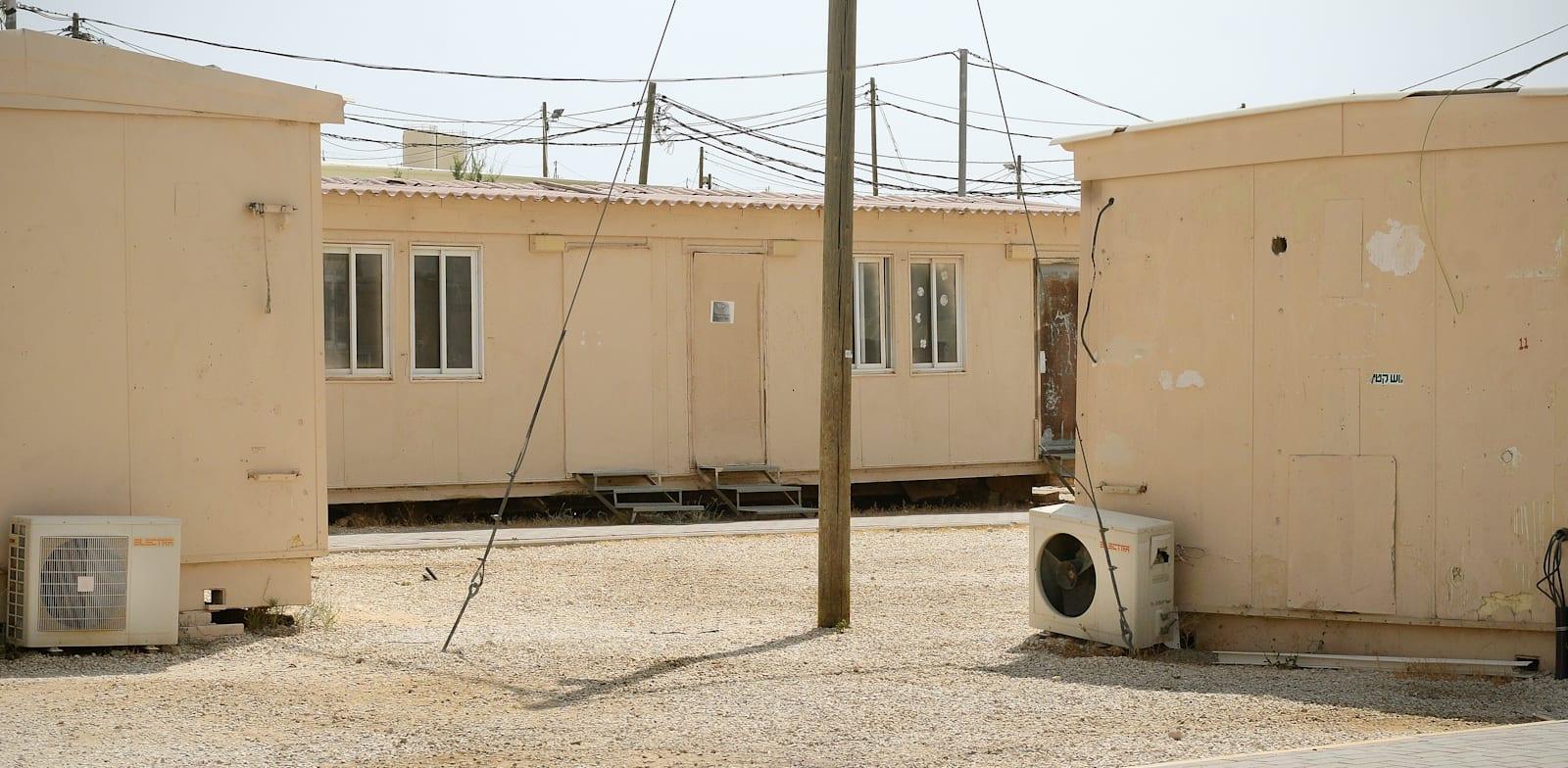 בסיס צבאי, מגורי חיילים בנגב / צילום: איל יצהר