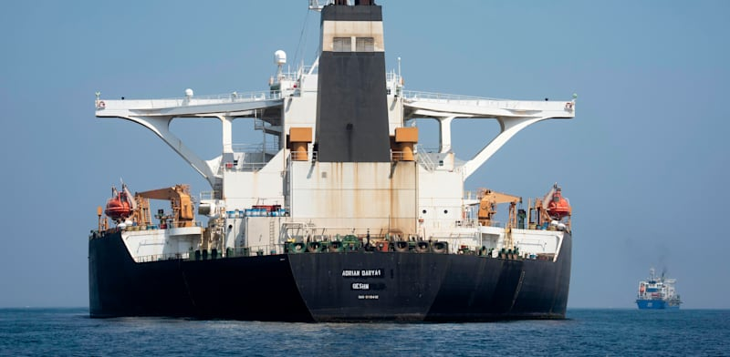 מיכלית נפט איראנית עוגנת סמוך למפרץ גיברלטר / צילום: Associated Press, Marcos Moreno