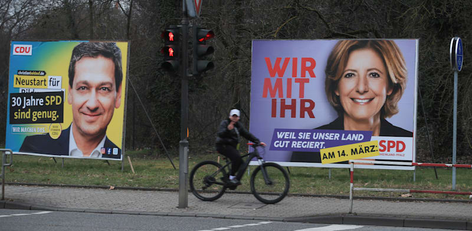 שלטי בחירות של מנהיגת ה-SPD מאלו דרייר והמועמד מטעם ה-CDU כריסטיאן בלדאוף בנויוויד בגרמניה / צילום: Reuters, Wolfgang Rattay
