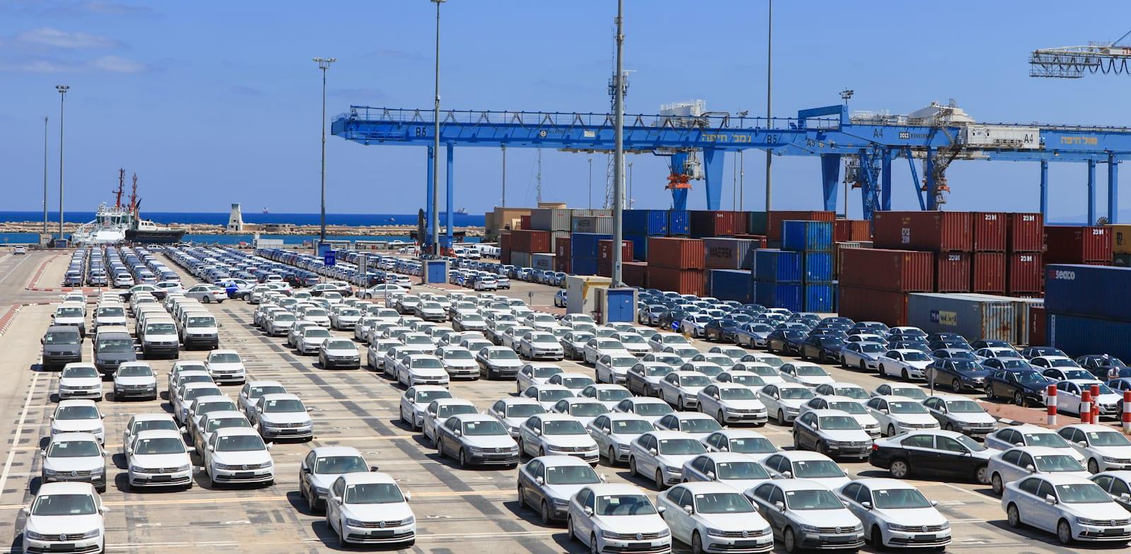 מכוניות בנמל חיפה / צילום: Shutterstock