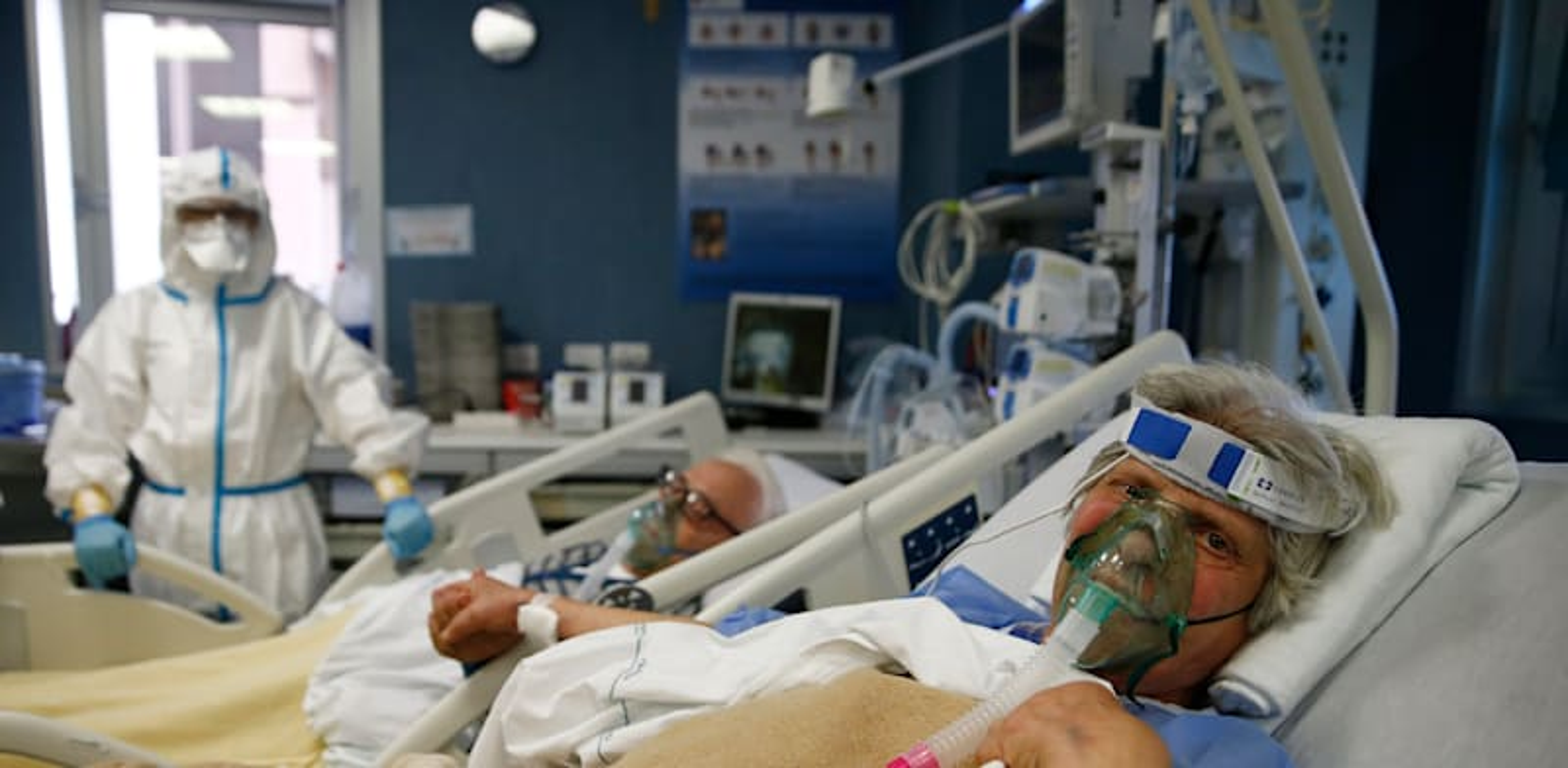 בעל ואישה שנדבקו בנגיף הקורונה מאושפזים בבית חולים ברומא, איטליה / צילום: Associated Press