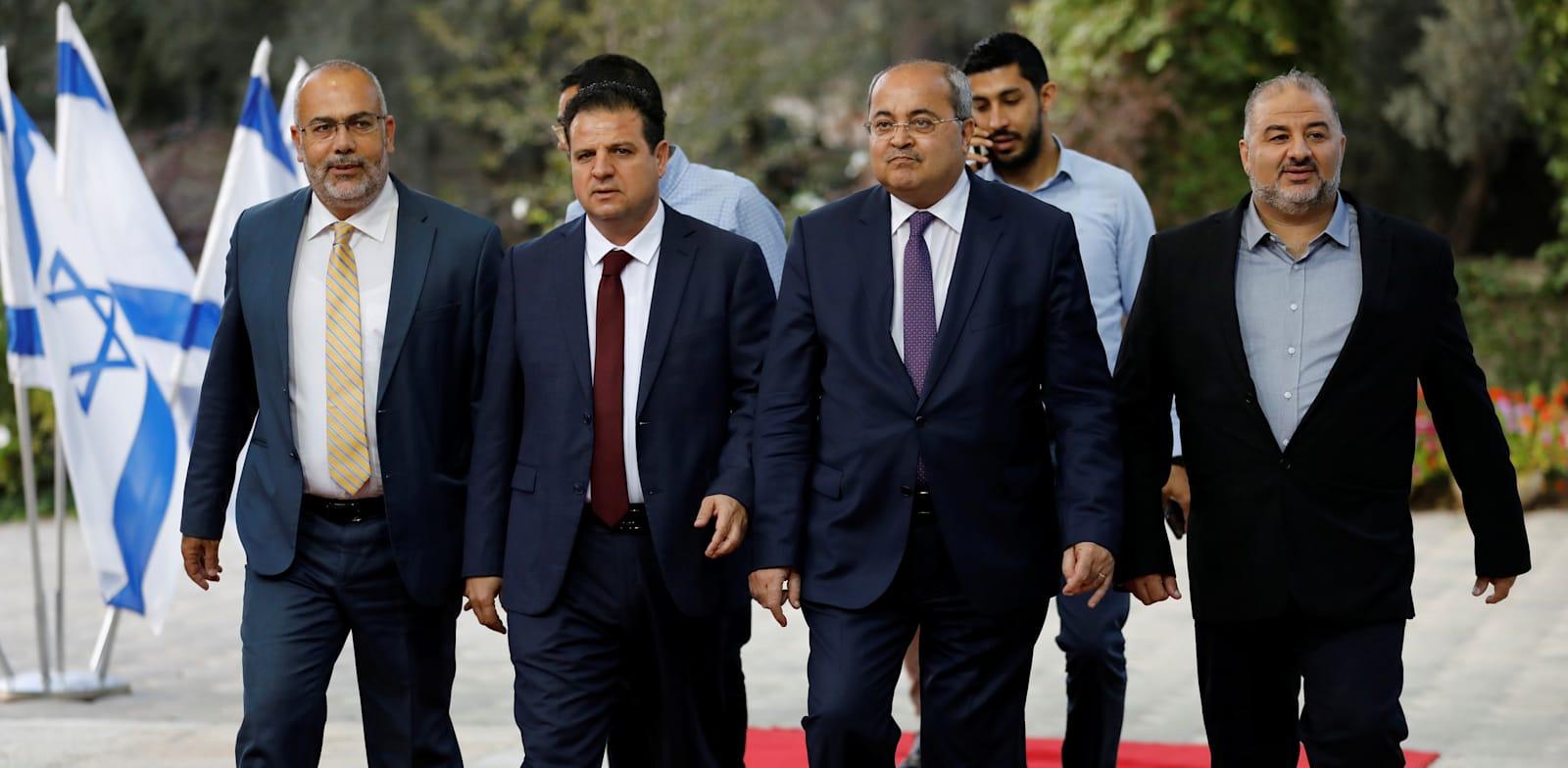 מנהיגי המפלגות הערביות בדרך לפגישה עם הנשיא. האם באמת יש להם מקום במדינת היהודים / צילום: Reuters, Menachen Kahana