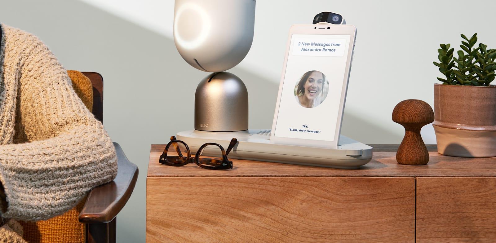 פיתוח של חברת Intuition Robotics, להקלת התקשורת הדיגיטלית של מבוגרים  עם משפחה וחברים / צילום: Intuition Robotics