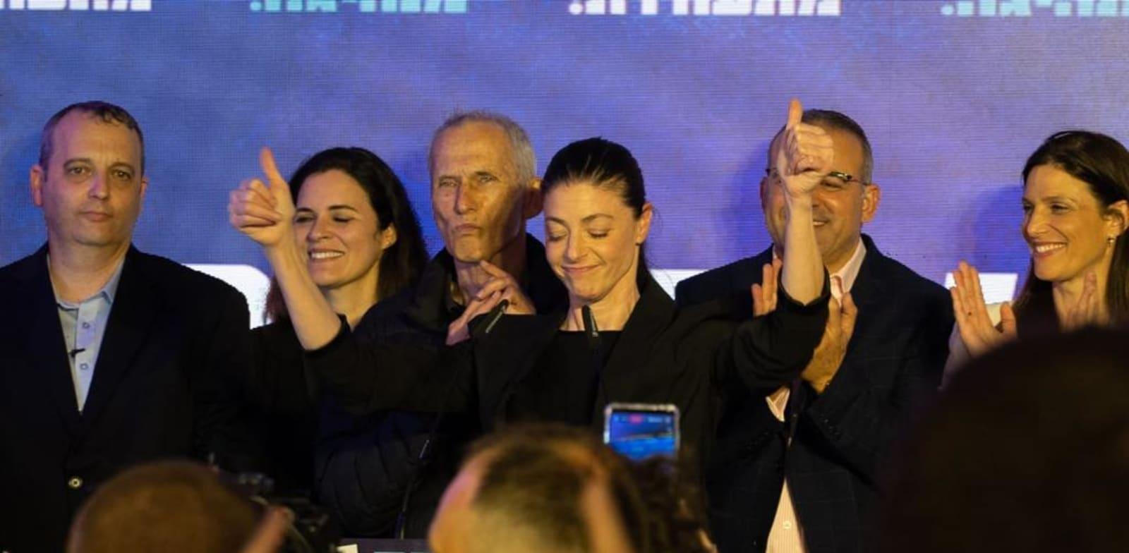 מרב מיכאלי עם חברי מפלגת העבודה בתום יום הבחירות / צילום: מפלגת העבודה