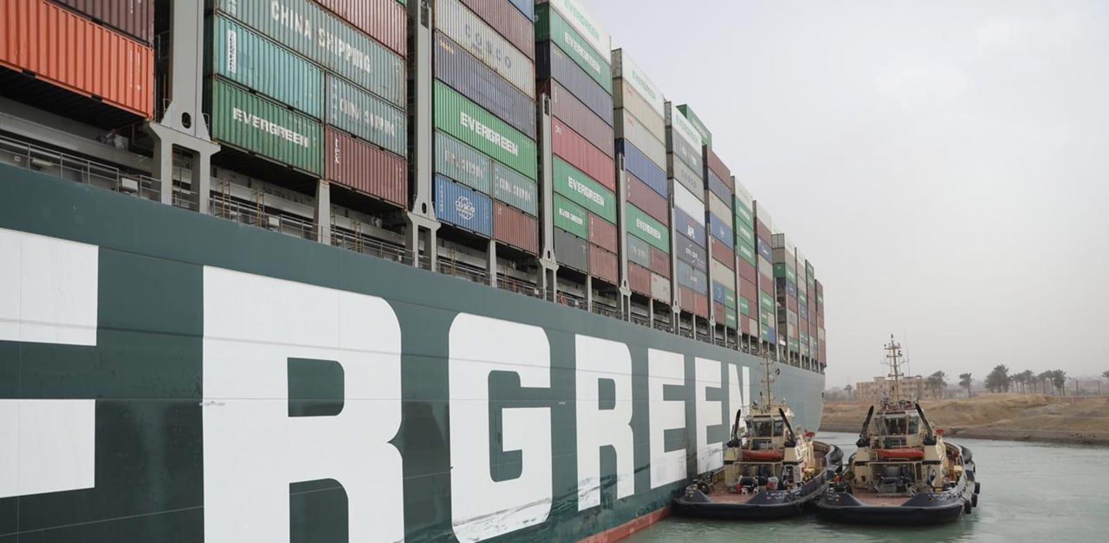 ספינת אבר גיבן תקועה בתעלת סואץ / צילום: Reuters, רשות תעלת סואץ