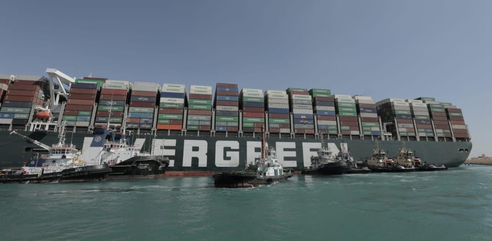ספינת האבר גיבן תקועה בסואץ / צילום: Reuters, Suez Canal Authority