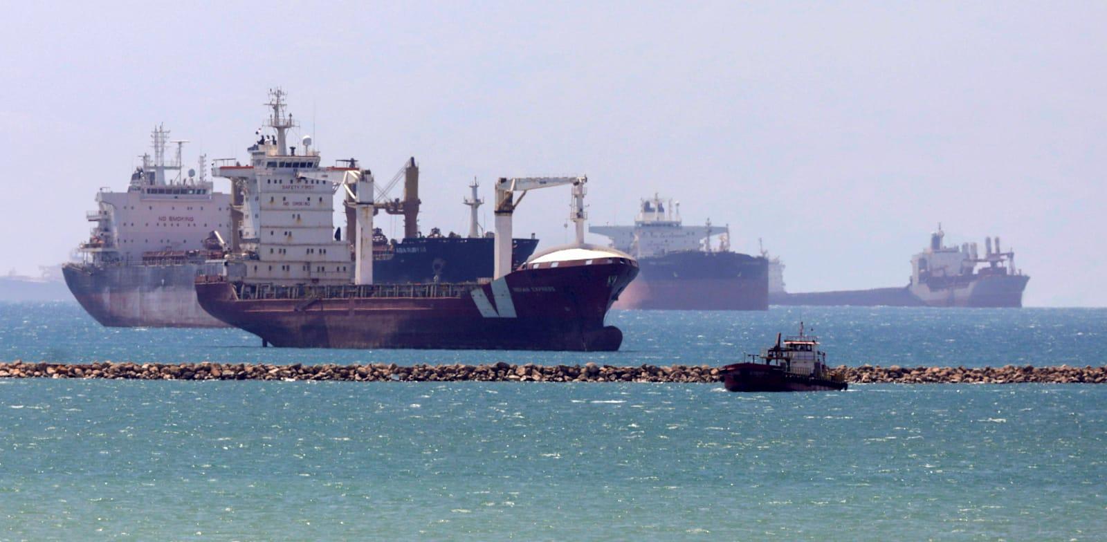 תעלת סואץ התמלאה בכלי שיט מאז יום שלישי שעבר / צילום: רויטרס, MOHAMED ABD EL GHANY