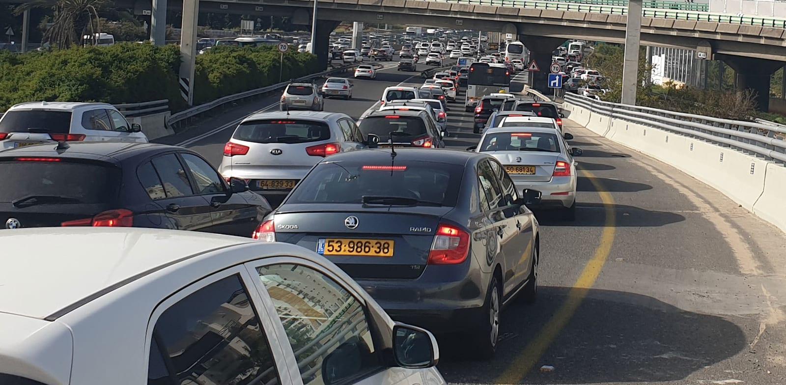פקקים בכביש גהה אתמול / צילום: גיא ליברמן