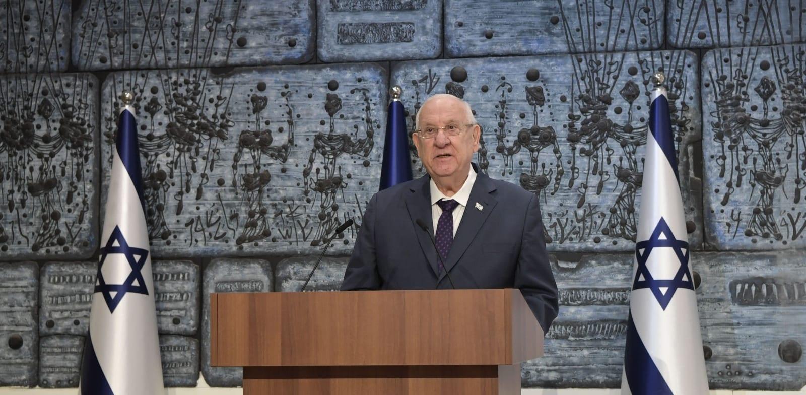 """נשיא המדינה ראובן ריבלין מעניק לבנימין נתניהו את המנדט להרכבת הממשלה / צילום: קובי גדעון, לע""""מ"""