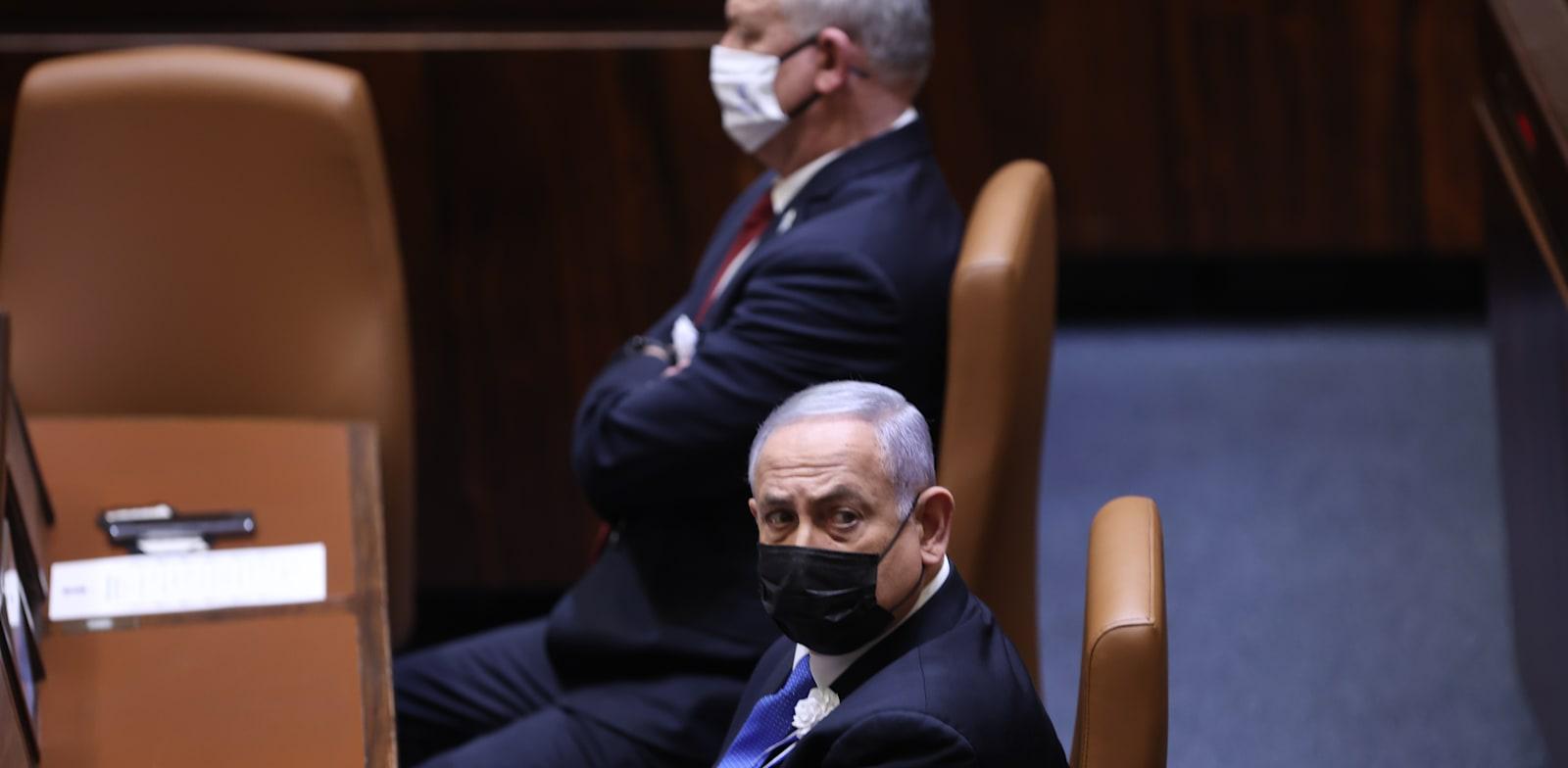 ראש הממשלה בנימין נתניהו ושר הביטחון בני גנץ / צילום: אלכס קולומויסקי-ידיעות אחרונות