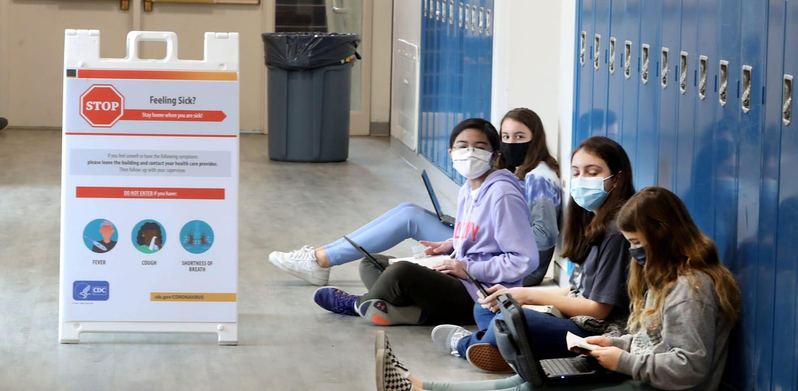 """תלמידות חטיבת ביניים בארה""""ב / צילום: Reuters, Seth Harrison"""
