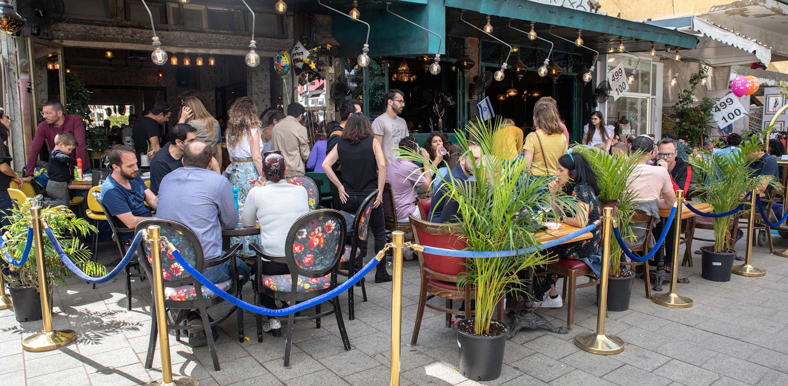 בית קפה בכיכר דיזנגוף בתל אביב / צילום: כדיה לוי