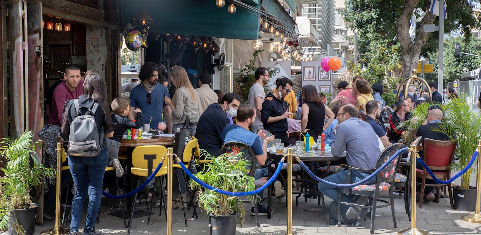 בית קפה בתל אביב / צילום: כדיה לוי