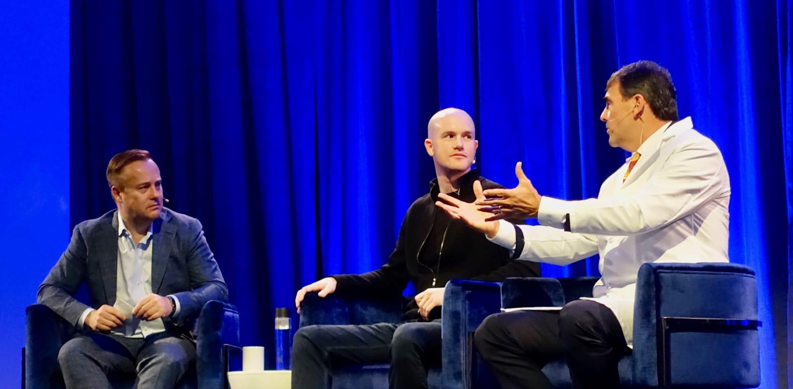 "בריאן ארמסטרונג, מנכ""ל ומייסד קוינבייס (במרכז), בכנס קריפטו / צילום: Steve Jurvetson"