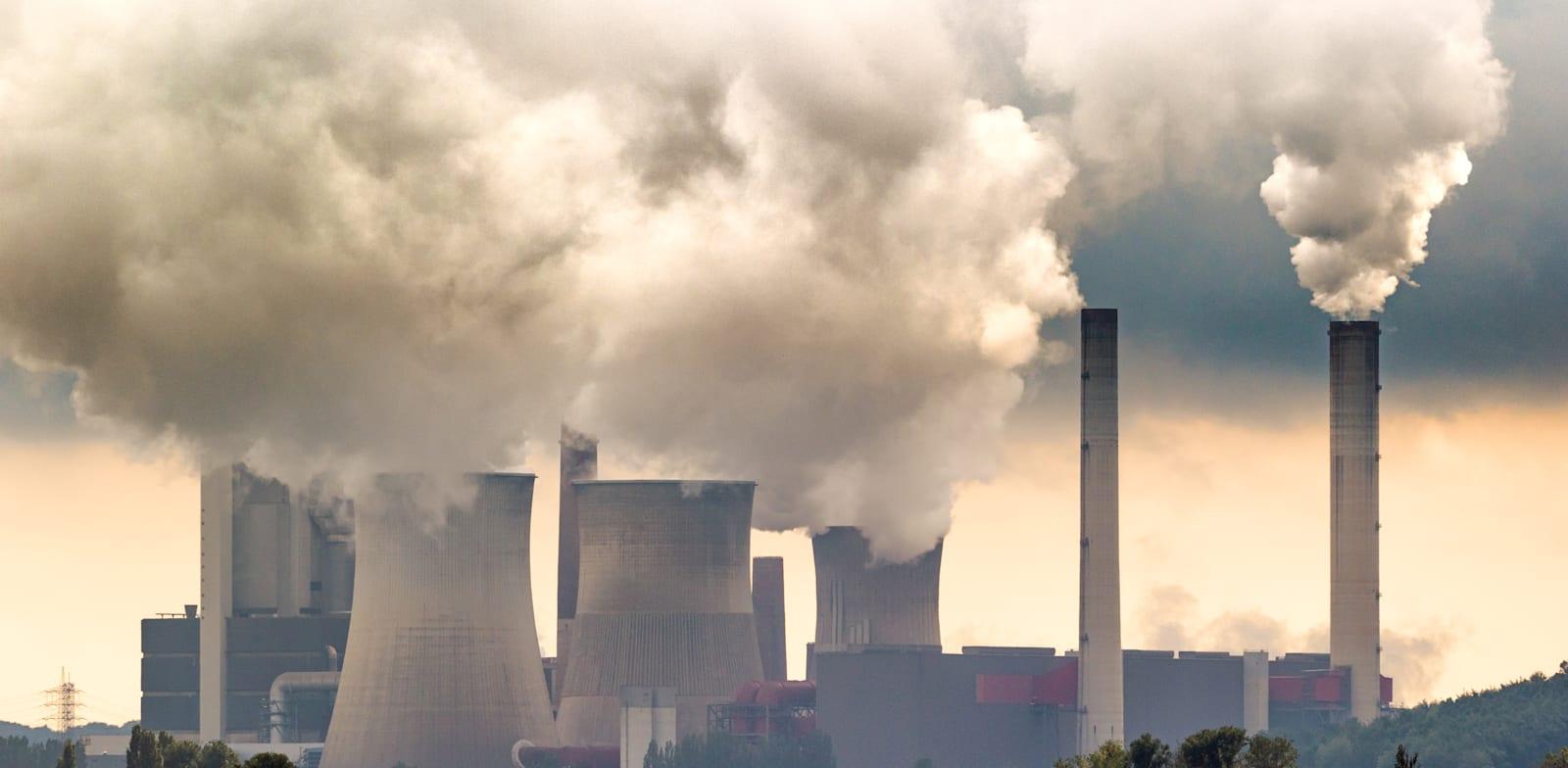 מפעלים מזהמים. חברות שלא נערכות לצמצום הפליטות לא יזכו לאשראי בקרב משקיעים / צילום: Shutterstock