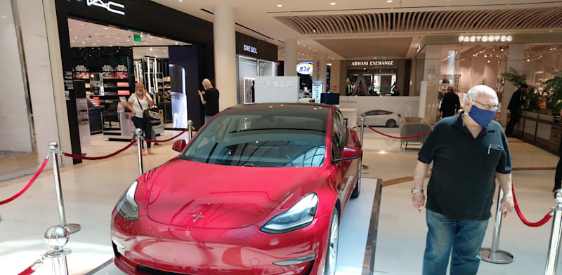 Tesla Tel Aviv pop-up store Photo: Eyal Izhar