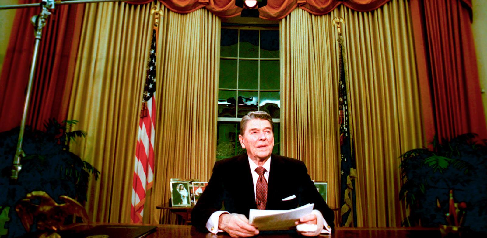 """רונלד רייגן. קיבל את כלכלת ארה""""ב במצב אנוש, וכפה על הקונגרס את קיצוצי המסים הגדולים ביותר בתולדות אמריקה. התוצאה: התאוששות / צילום: Associated Press, Ron Edmonds"""