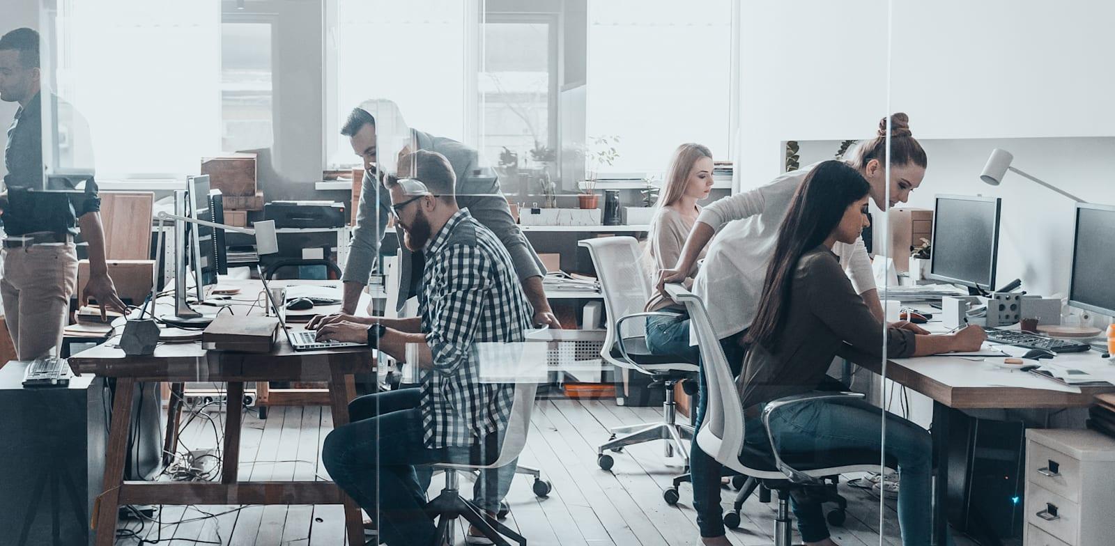 עבודה בהייטק. ירידה של 6.1% בשכר הממוצע