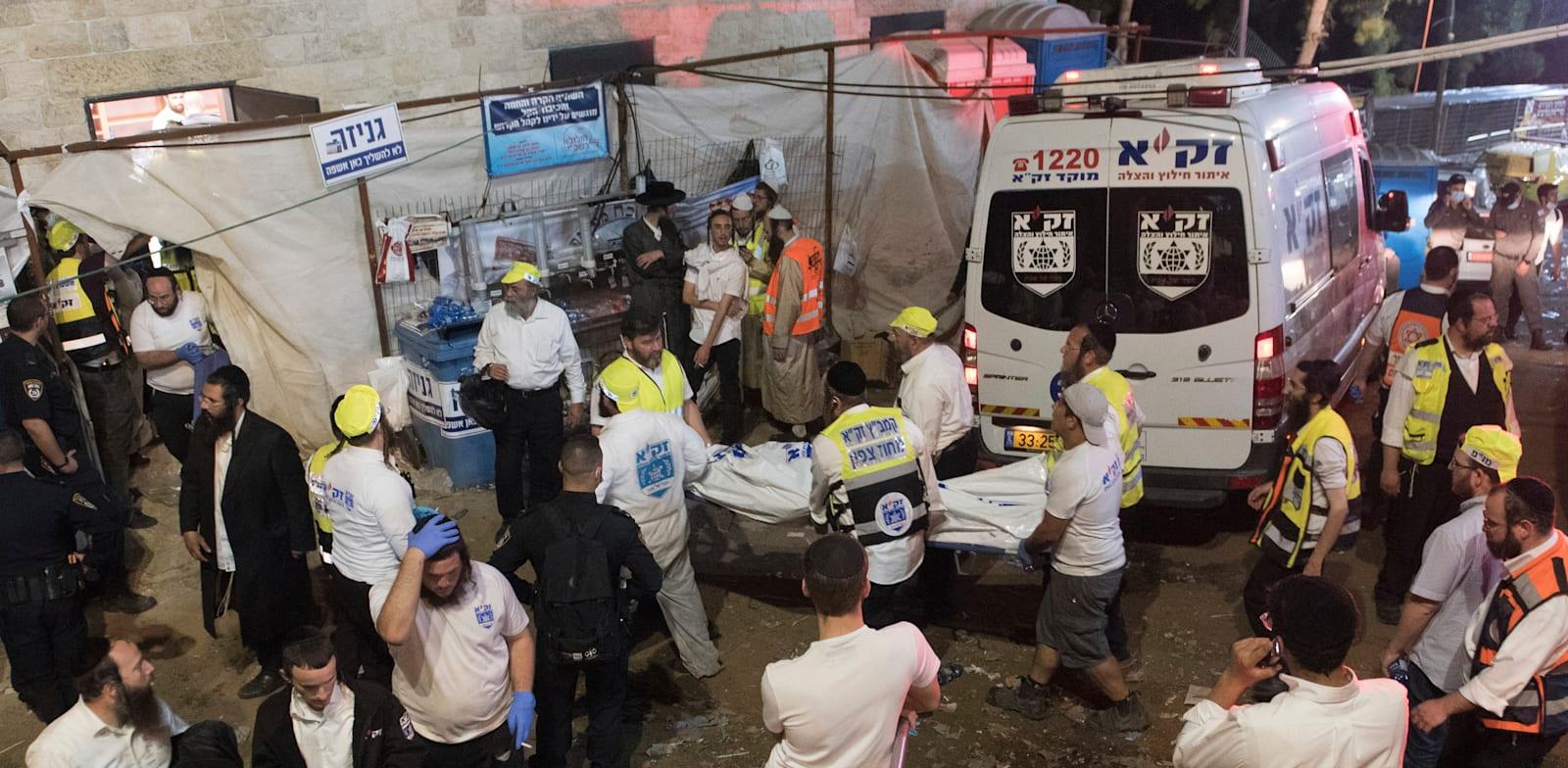 פינוי הנפגעים באסון הר מירון / צילום: Associated Press, ASSOCIATED PRESS
