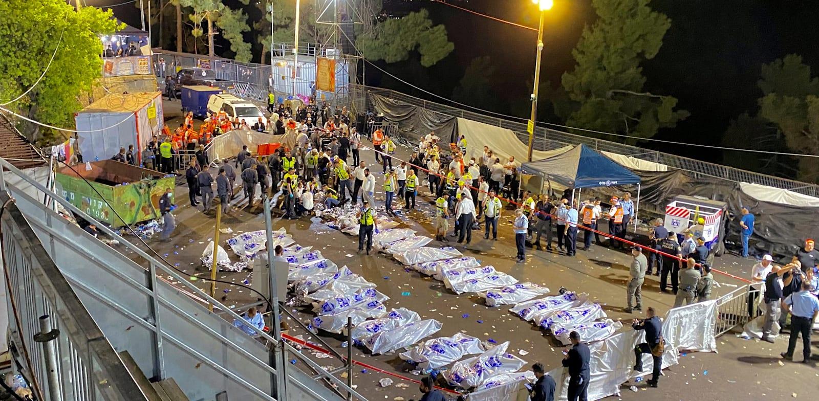 """כוחות ההצלה ומד""""א לצד הרוגי האסון בהר מירון / צילום: Reuters, Ishay Yerushalmi/Behadrei Haredim"""