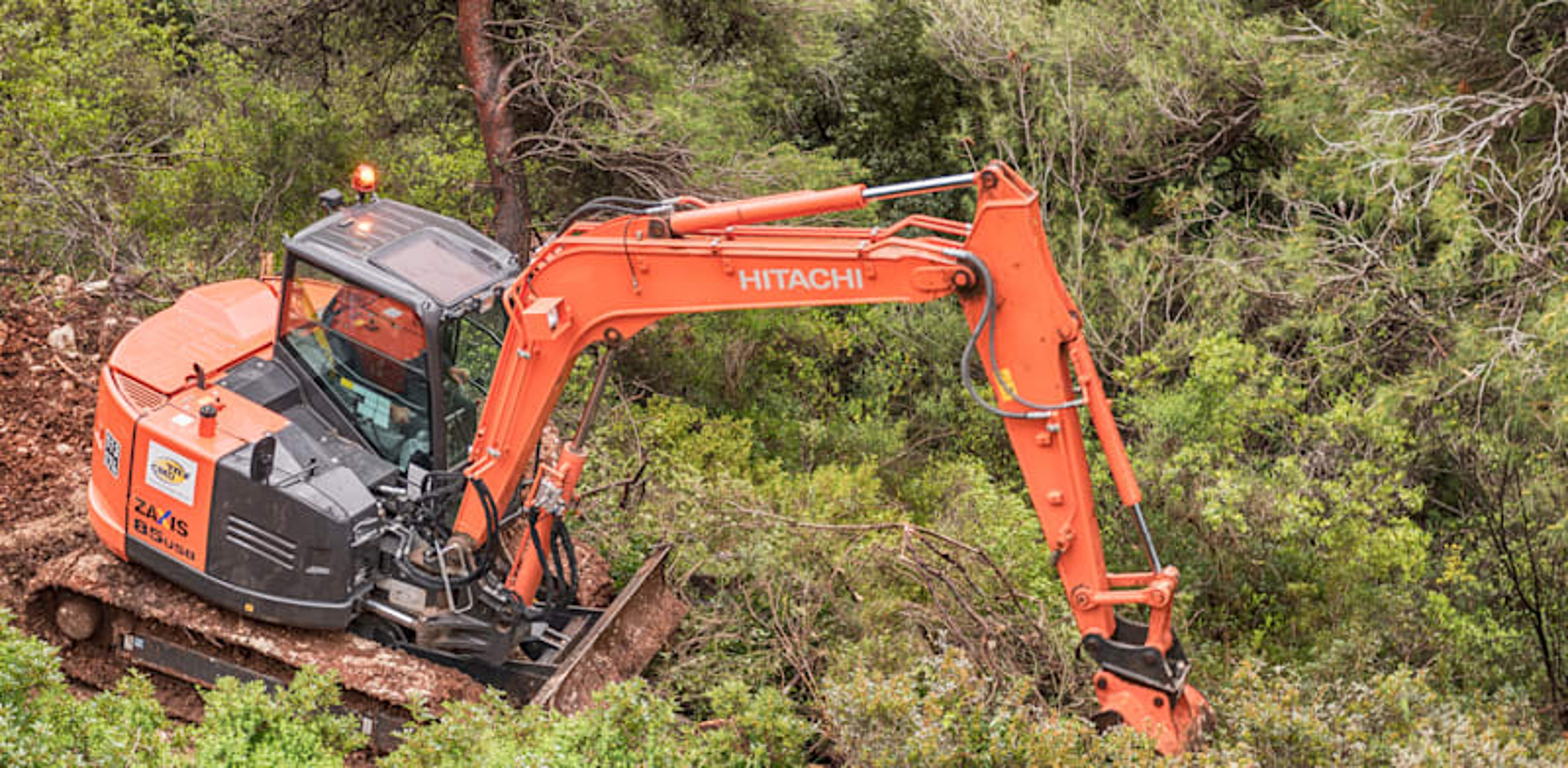 עבודות עפר בצפון הארץ. ביצוע עבודות ללא רישום קבלני הוא עבירה פלילית / צילום: Shutterstock
