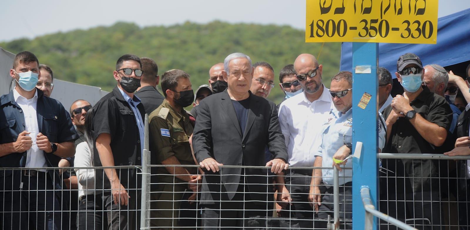 ראש הממשלה בנימין נתניהו בהר מירון לאחר האסון / צילום: רמי שלוש