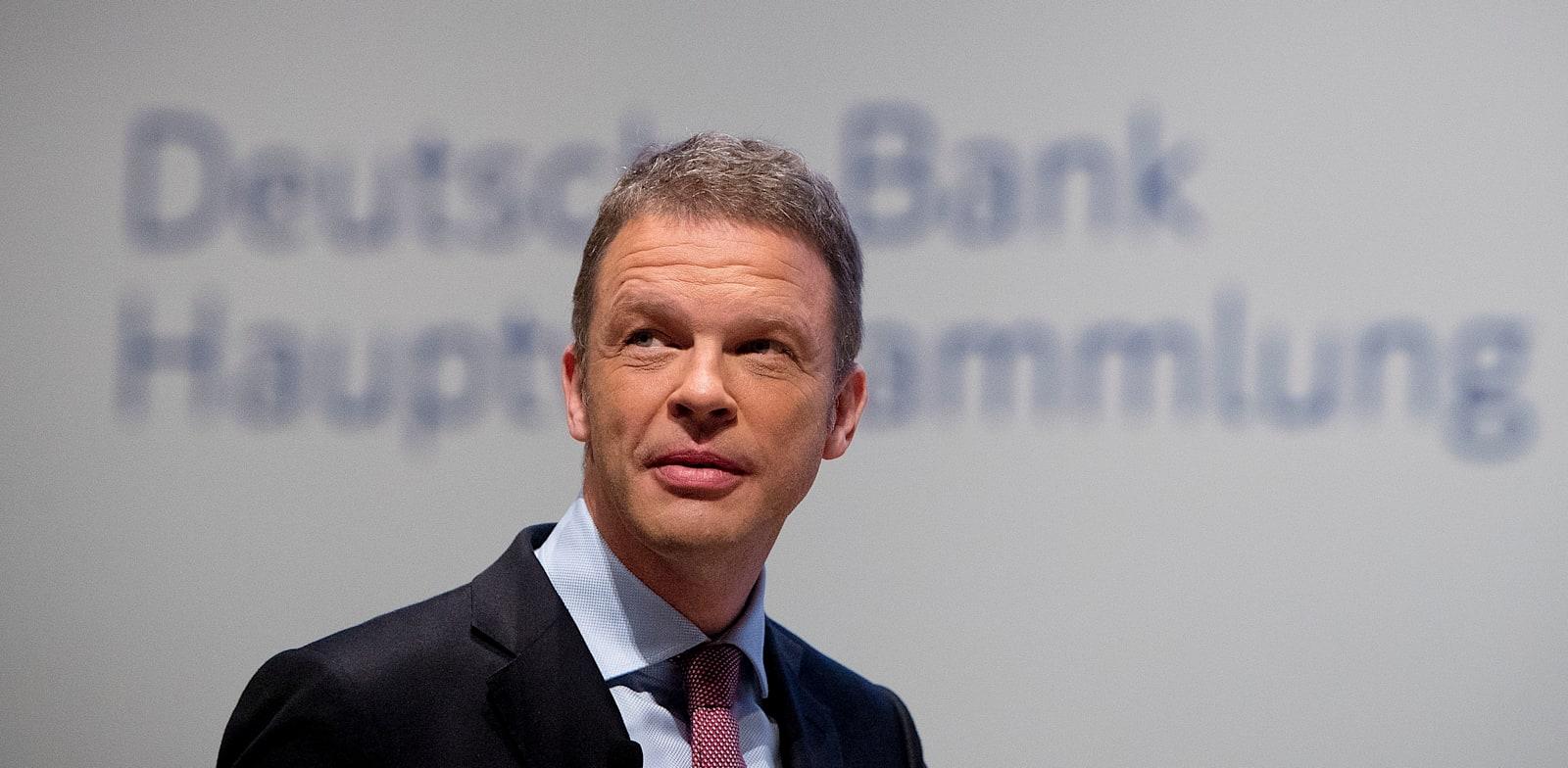 """מנכ""""ל דויטשה בנק כריסטיאן זיווינג / צילום: Associated Press, Michael Probst"""