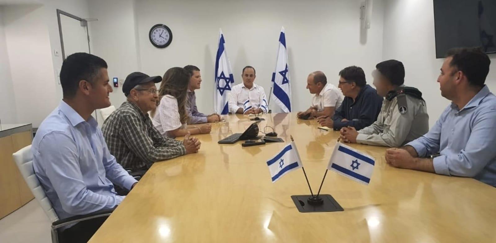 המשלחת למשא-ומתן עם לבנון ושר האנרגיה יובל שטייניץ / צילום: משרד האנרגיה