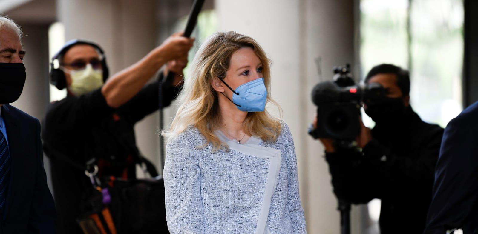 אליזבת הולמס הופיעה בבית דין פדרלי בסן חוזה קליפורניה אתמול בפעם הראשונה מזה יותר משנה / צילום: Reuters, Kate Munsch