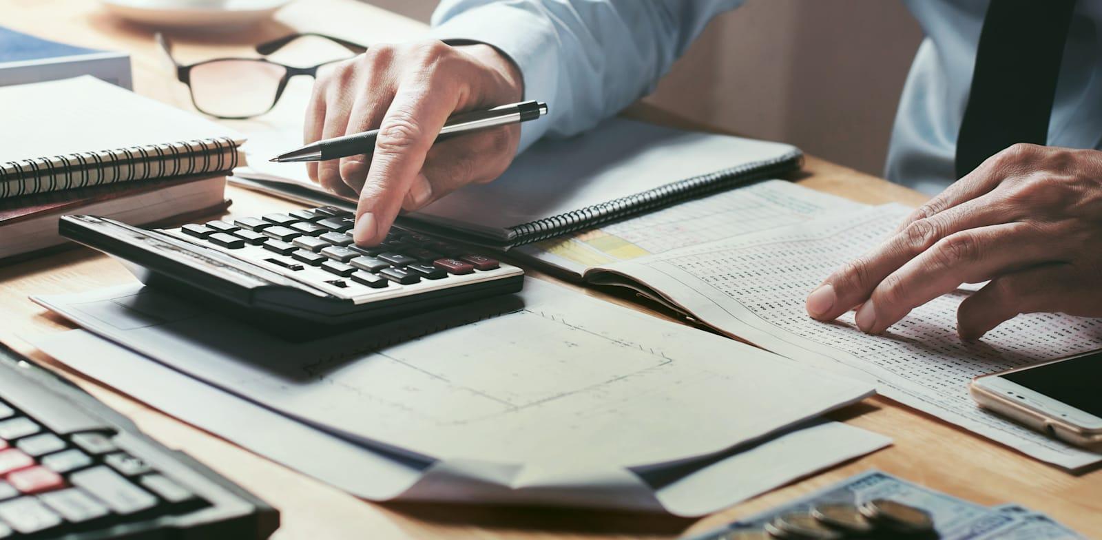 תשלום מסים / צילום: Shutterstock