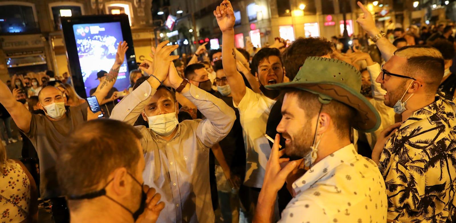 חגיגות סיום העוצר במדריד / צילום: Associated Press, Michael Gore and Jordi Rubio