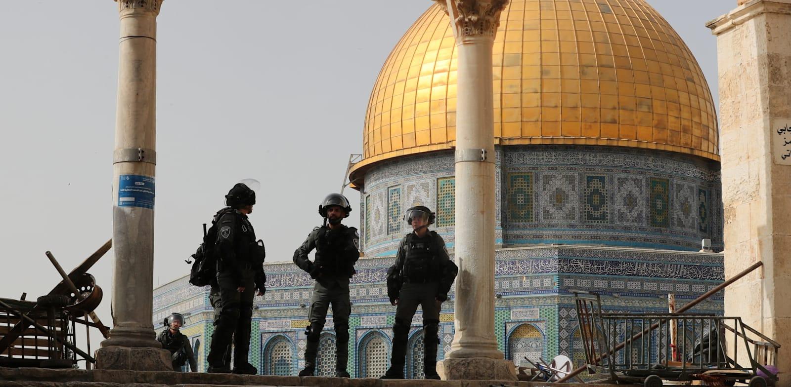 כוחות הביטחון בהר הבית / צילום: Reuters, Ammar Awad