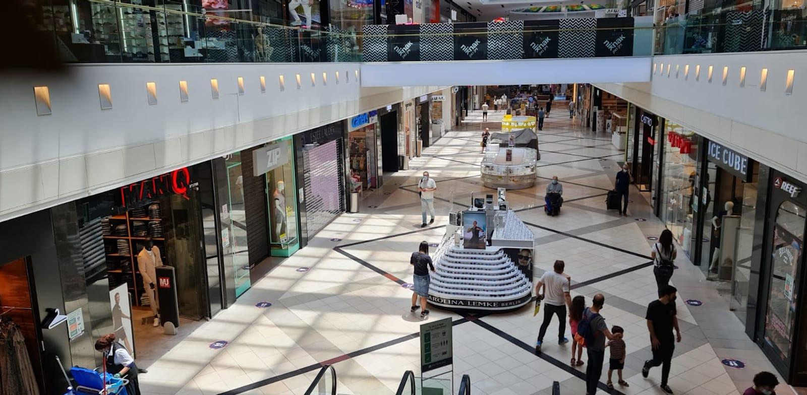 חנויות סגורות בקניון איילון / צילום: בר - אל