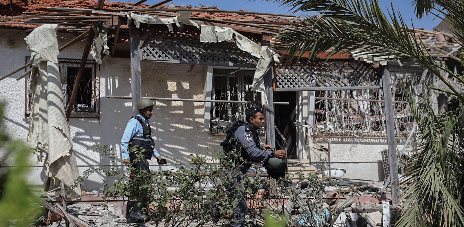 פגיעה ישירה בבית באשקלון ביום שלישי / צילום: Reuters, Ilia Yefimovich