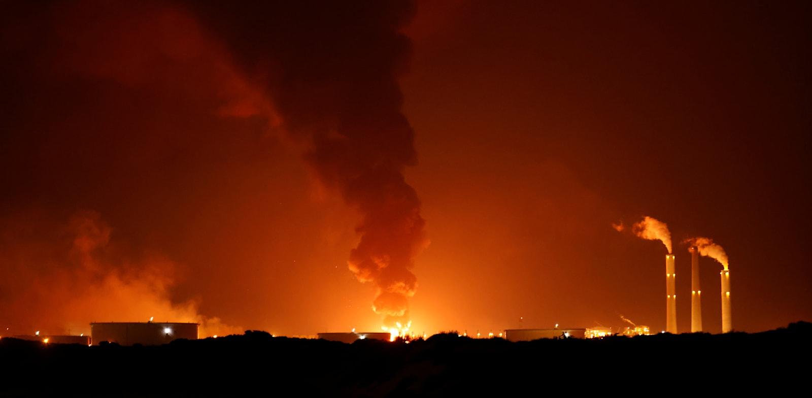 """השריפה במתקן תש""""ן באשקלון / צילום: Reuters, AMIR COHEN"""