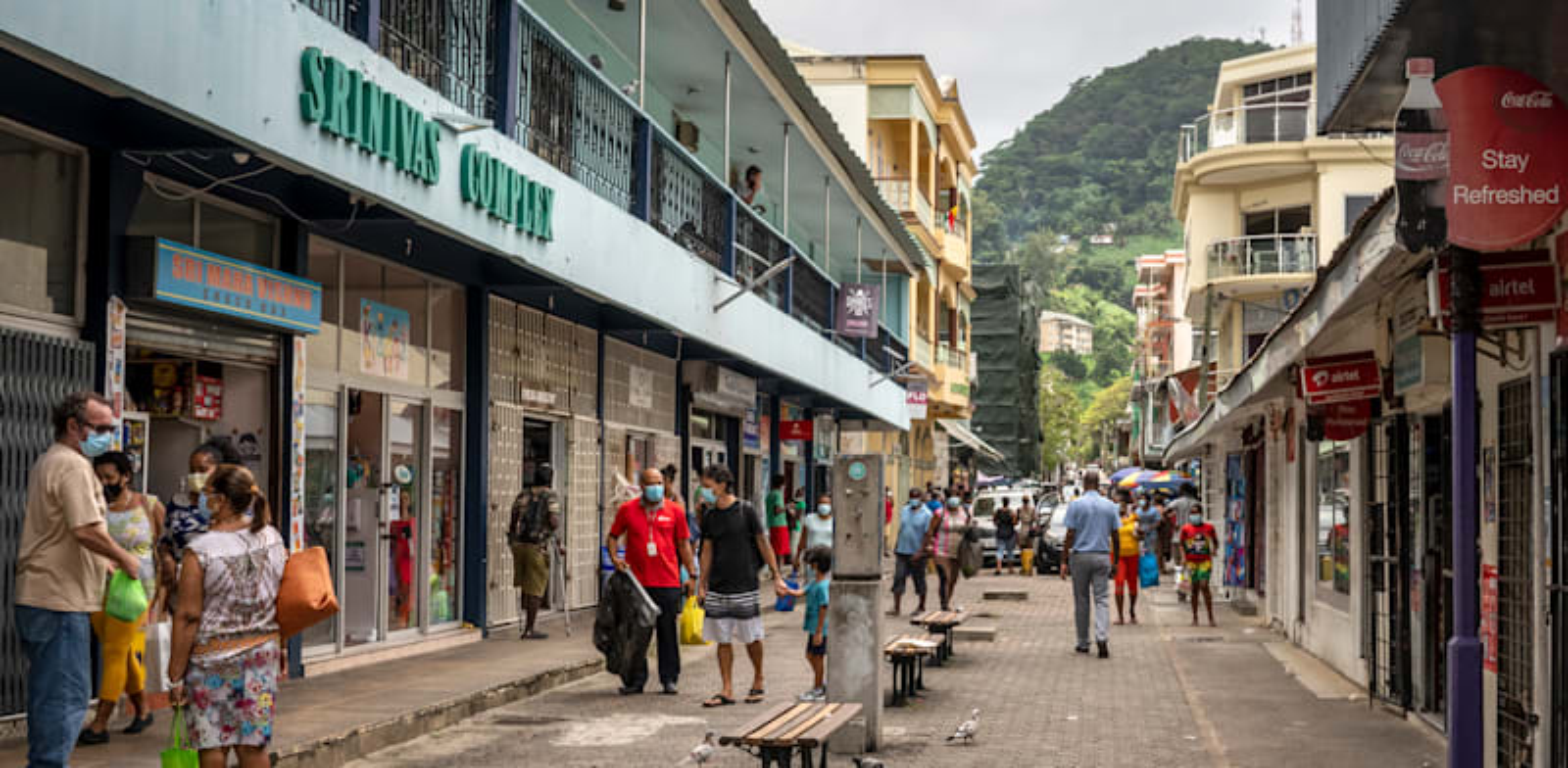אנשים באימאהה, אי מקבוצת איי סיישאל / צילום: Associated Press, Salim Ally