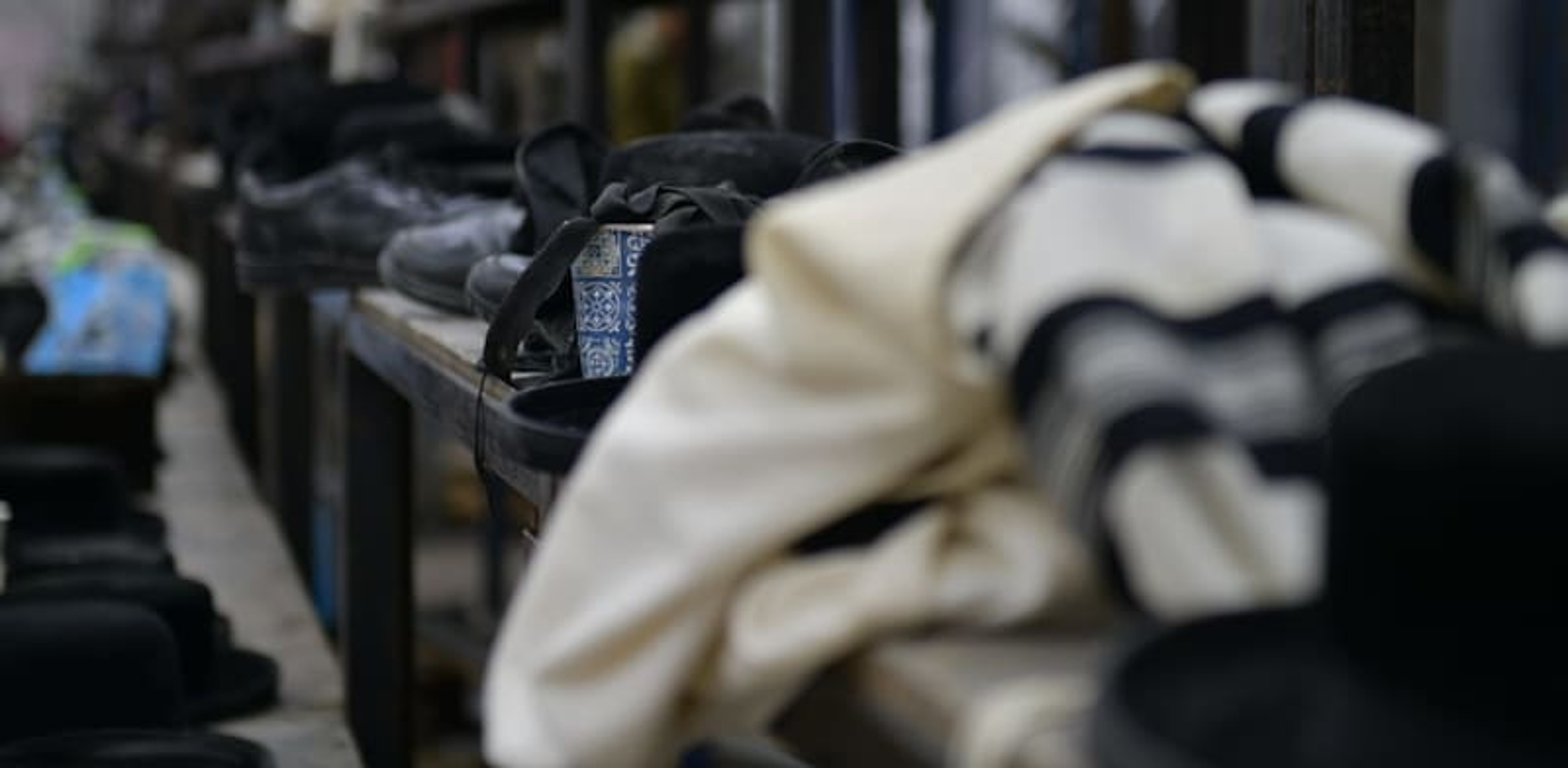 הרוגים ופצועים בקריסת טריבונה בבית כנסת בגבעת זאב / צילום: דוברות המשטרה