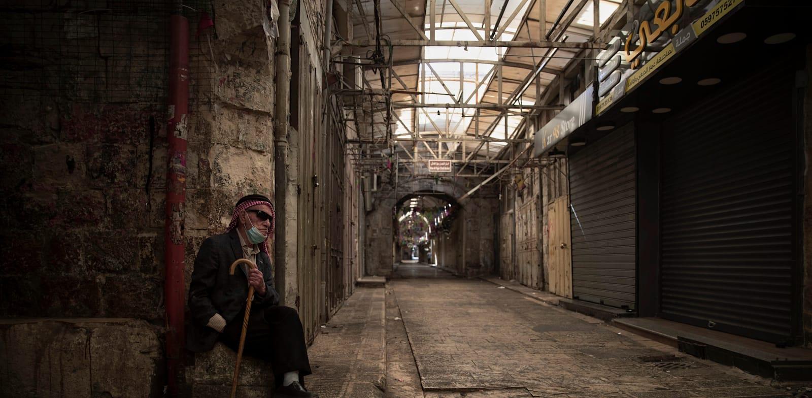 שביתה כללית ברחובות שכם הפלסטינית / צילום: Associated Press, Majdi Mohammed